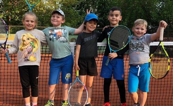 Treneri un tenisa skolas!